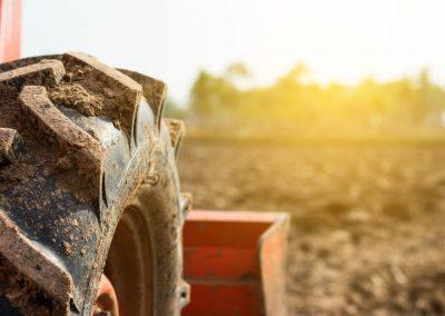 Servicio de reparación de ruedas de vehículos agrícolas